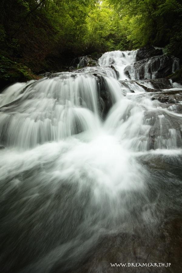 魚返しの滝