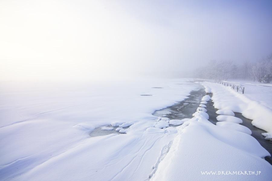 霞む和琴半島の霧氷